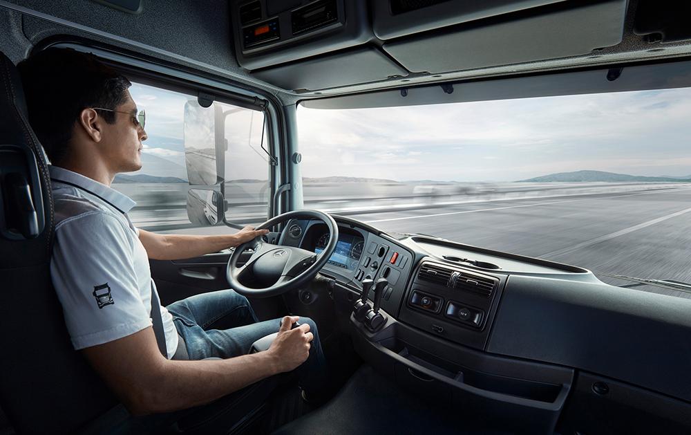 Mercedes-Benz Camiones y Buses capacita a sus clientes
