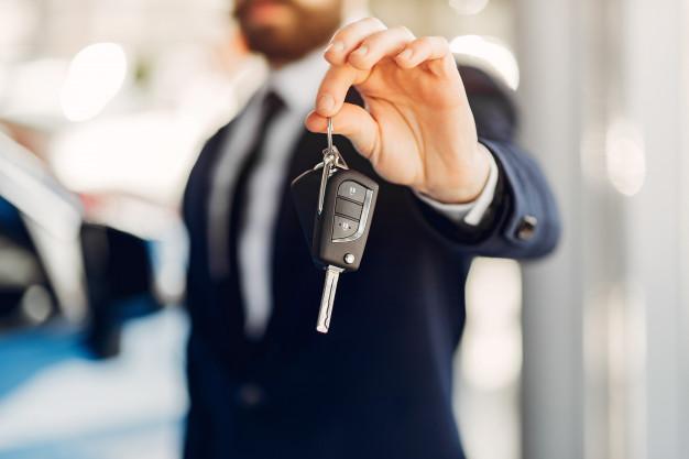 Transferir un auto hoy: los pasos del trámite, cuánto cuesta y cómo evitar problemas